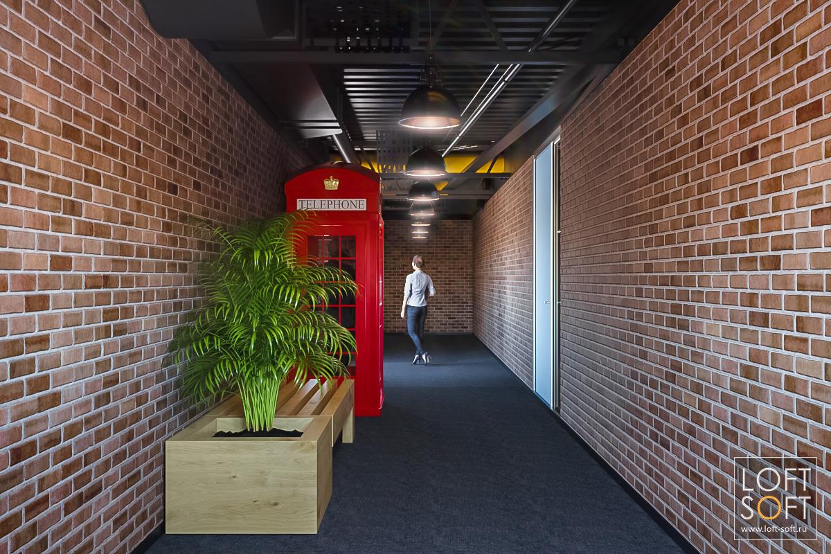 Телефонная будка винтерьере офиса. Черный потолок - это классно!