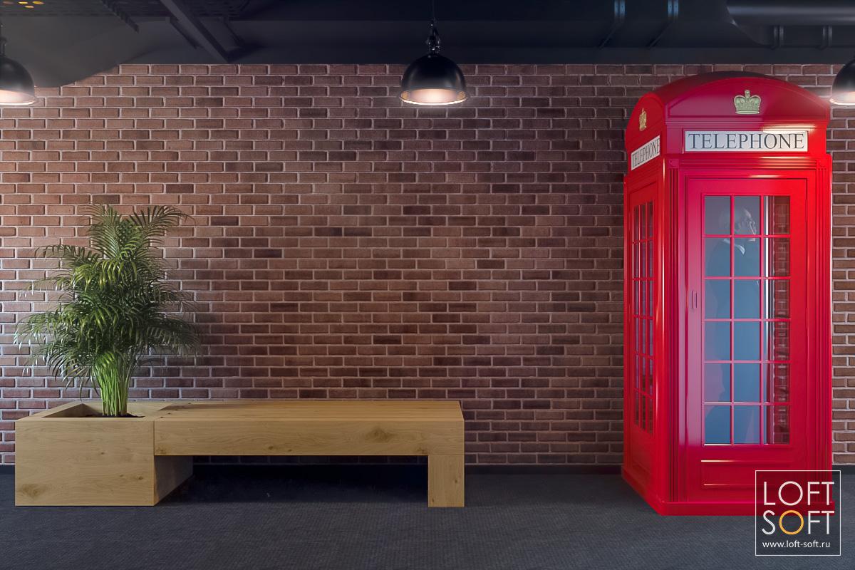 Офис встиле лофт. Английская телефонная будка.